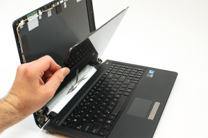 Laptop Ekranı Krıldı